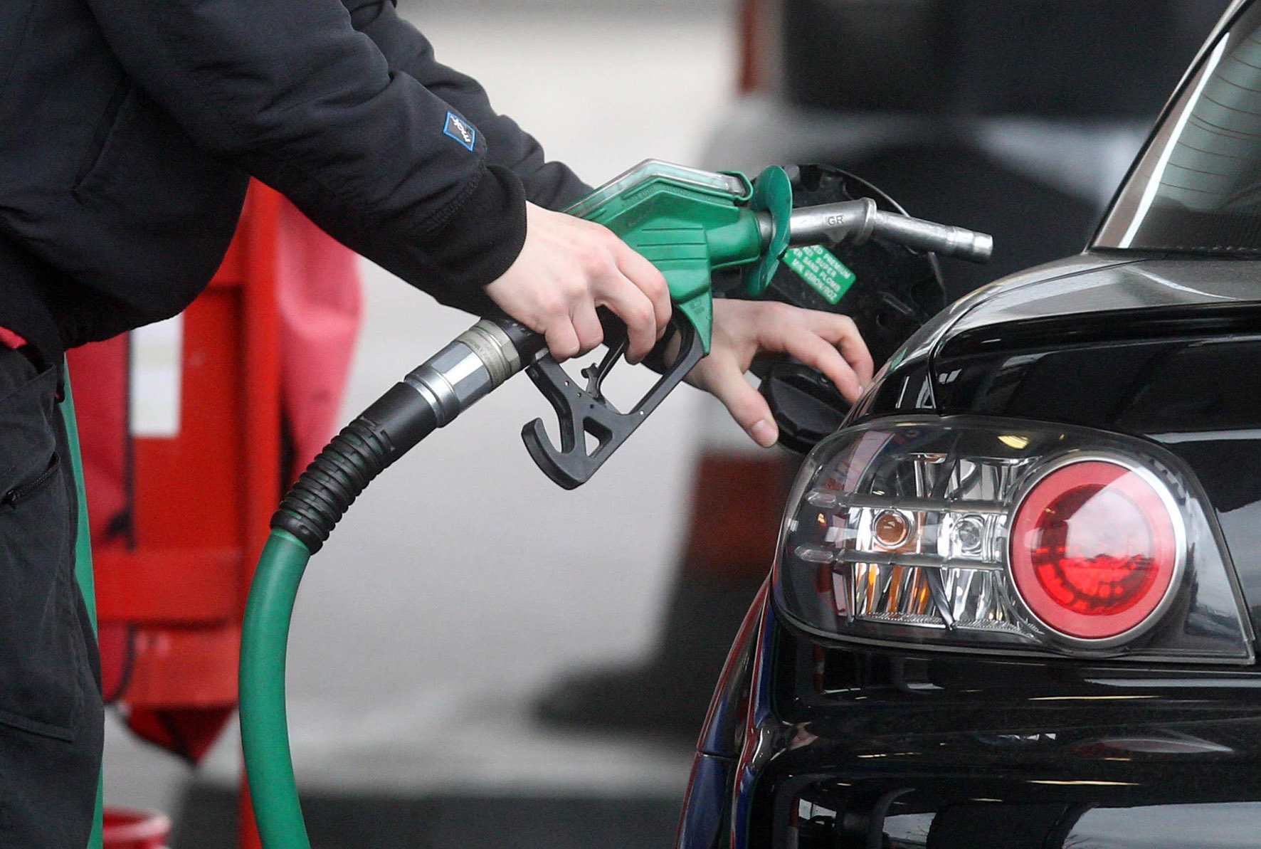 Asda and Tesco slash price of diesel in six-year low